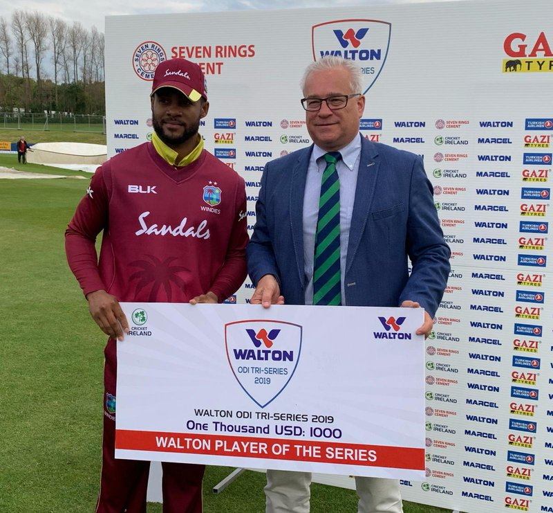 SHAI HOPE RECEIVES POS AWARD.jpg
