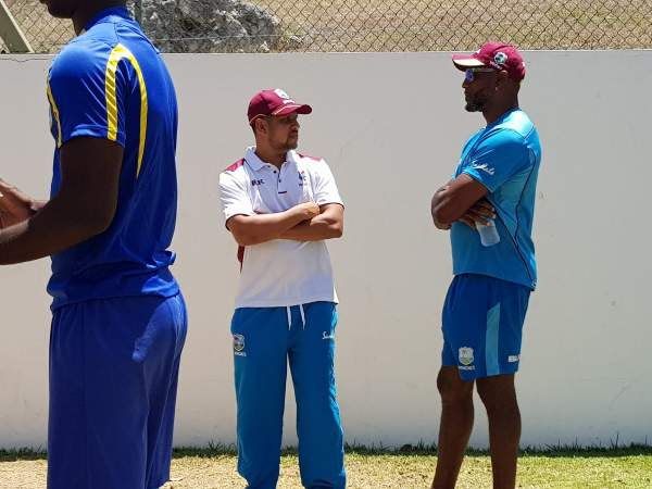 Sarwan with Windies Team 1.jpg