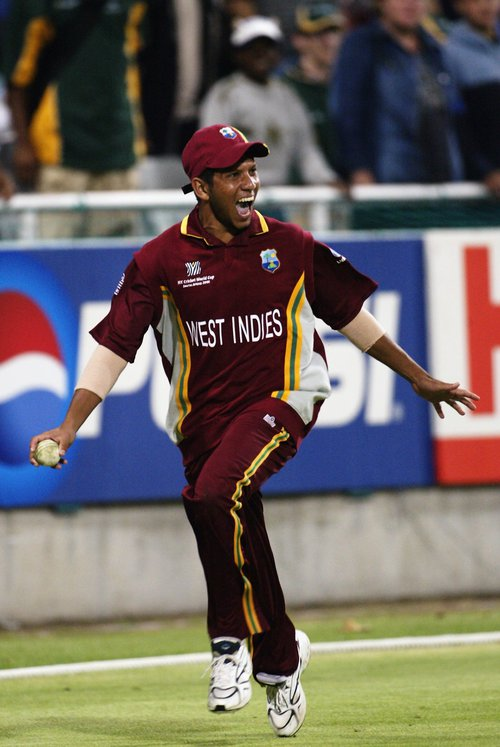 Ramnaresh Sarwan celebrates taking winning catchjpeg