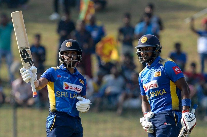 Fernando. Mendis - Sri Lanka 2nd ODI.jpg