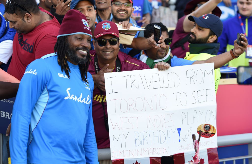 Gayle Fans with sign.jpg